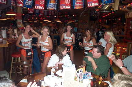 Hooters0923000009